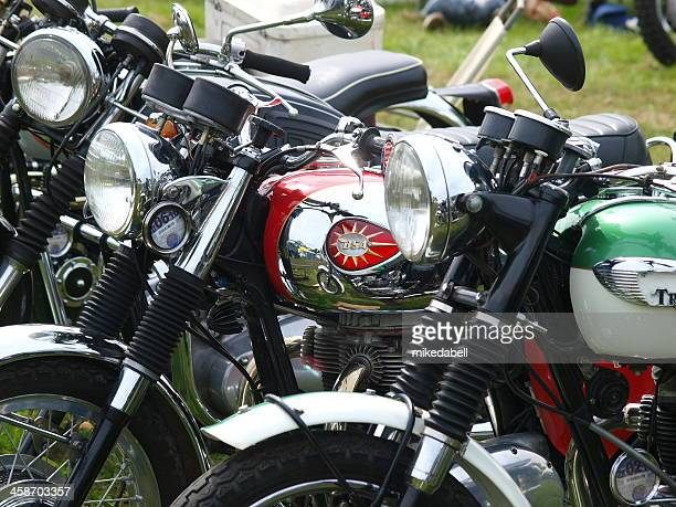 vintage motor bikes - triumph motorcycle stock pictures, royalty-free photos & images