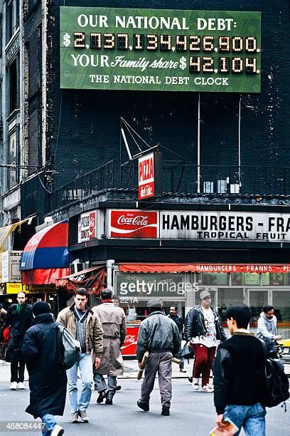 vintage de la ciudad de nueva york: el original reloj de la deuda nacional - 1980 1989 fotografías e imágenes de stock