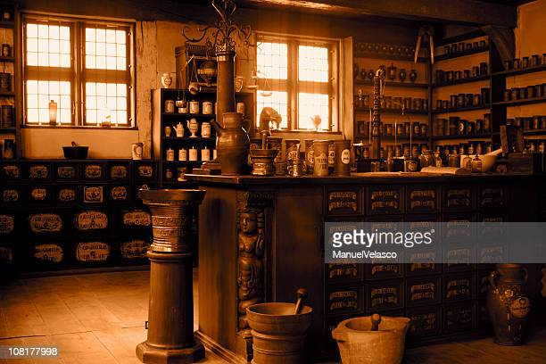 pharmacie vintage - alchimie photos et images de collection