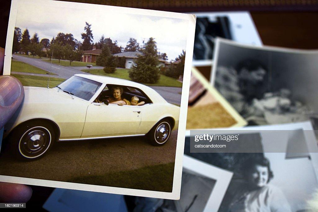 Vintage Foto von Mutter und Kind im Auto : Stock-Foto