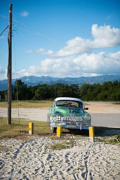 Vintage Pontiac am Strand in Playa Ancon, Kuba