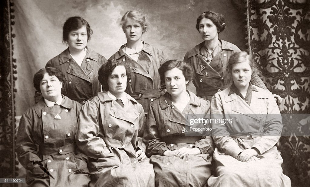 Female Factory Workers - World War One : News Photo