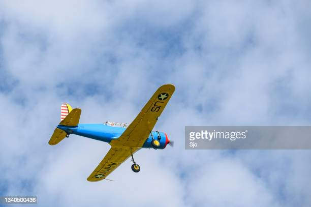 """vintage propellor airplane flying in the sky - """"sjoerd van der wal"""" or """"sjo"""" stock pictures, royalty-free photos & images"""