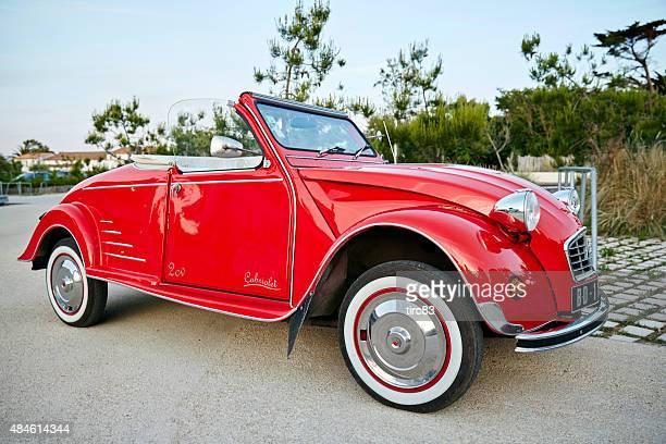 Rouge Vintage Citroën 2CV convertible