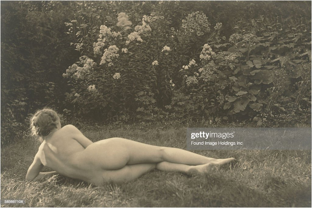 Vintage Sepia Toned Photograph Of A Female Nude, Seen From -4104