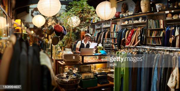 vintage shop owner - owner stock pictures, royalty-free photos & images