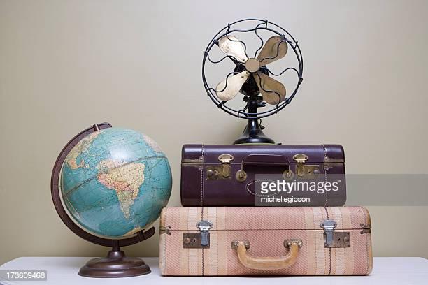 Maleta retro, ventilador y globo