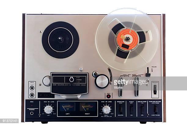 ビンテージテーププレーヤー、白色の背景にカットアウト