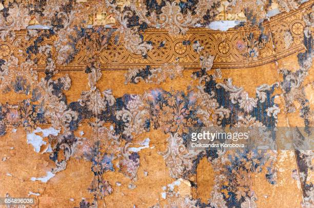vintage textures: old wallpaper, peeling paint, brick wall - istock photos et images de collection