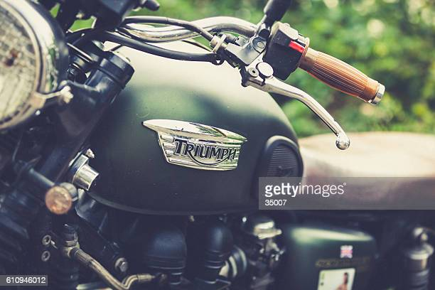 vintage triumph motorcycle - triumph motorcycle stock pictures, royalty-free photos & images