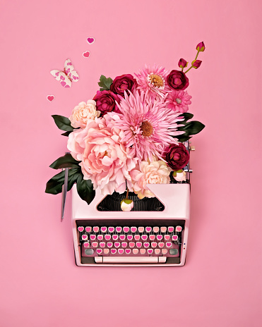 Vintage typewriter with flowers - gettyimageskorea