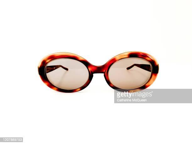 vintage women's oval sunglasses - サングラス ストックフォトと画像