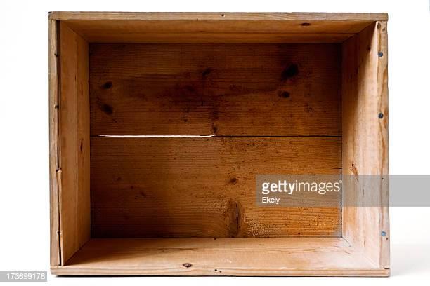Ouvrez la boîte en bois Vintage sur fond hvite.