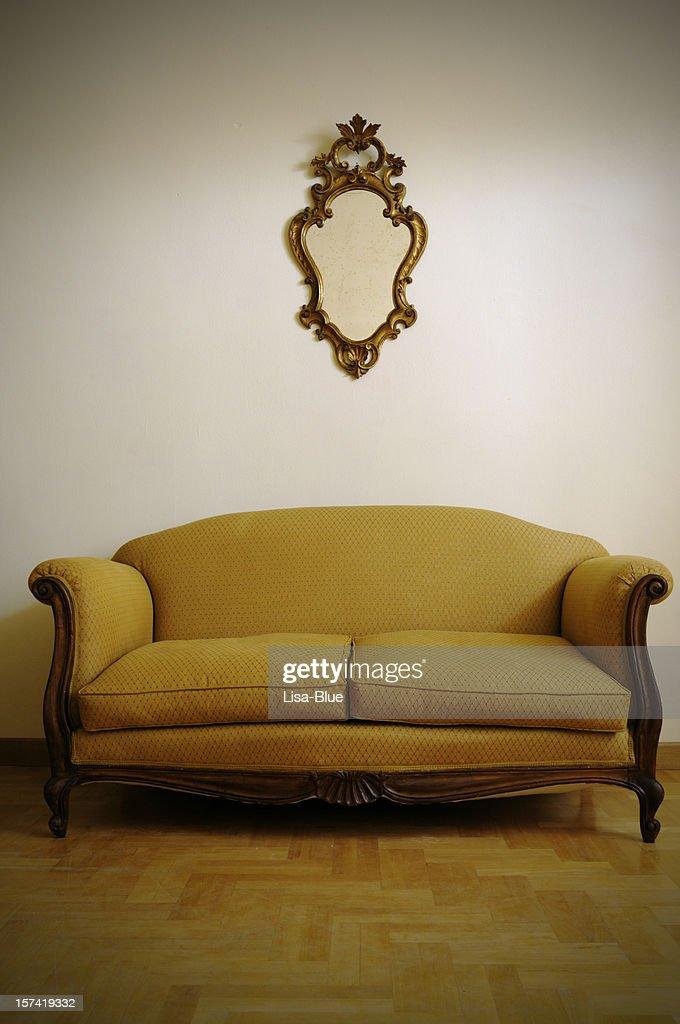 Vintage Sofá Amarelo Dourado E Espelho