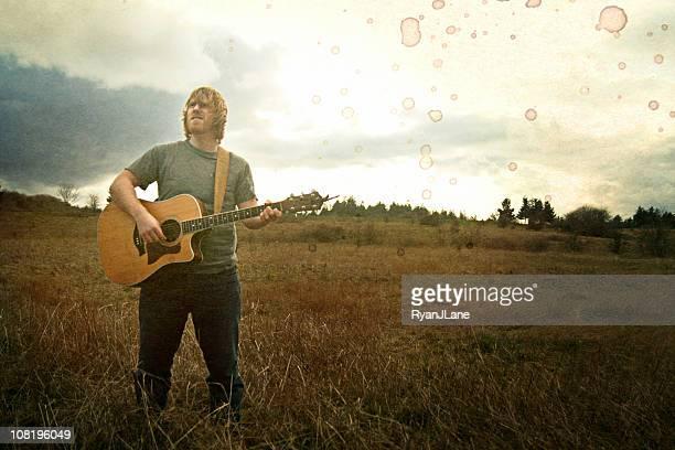 ビンテージ若いギタリストのフィールド