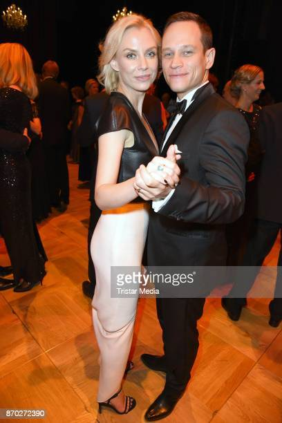Vinzenz Kiefer and his wife Masha Tokareva attend the Leipzig Opera Ball on November 4, 2017 in Leipzig, Germany.