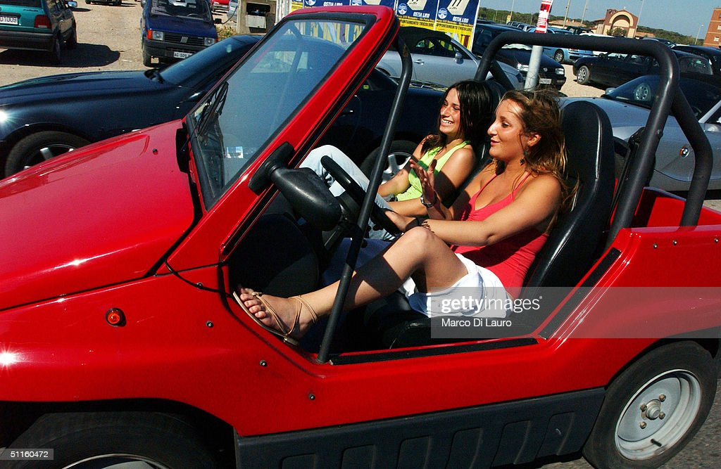 Italian Youths Shop, Socialize And Party : News Photo