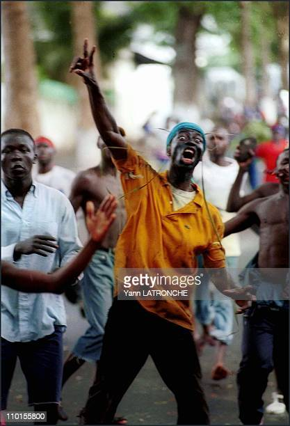 Violent clashes in Abidjan Cote d'Ivoire on October 25 2000 Plateau neighborhood IPF militants march on 'v' for victory is the IPF's sign