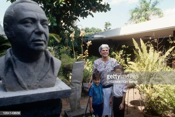 Violeta CHAMORRO premier président de la république démocratiquement élu du NICARAGUA succédera officiellement à Daniel ORTEGA le 25 avril 1990...
