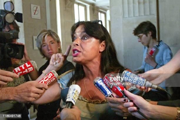 Violette Miret , la mère d'Yves-Bertrand, victime du sang contaminé, réagit, le 18 juin 2003 au Palais de justice de Paris, après la confirmation par...