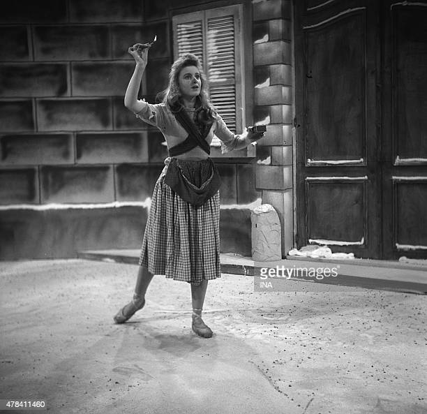 """Violette Verdy dancing """"""""The small trader of matches"""""""" for the evening of Christmas """"""""Between the boeul and the grey donkey"""""""""""
