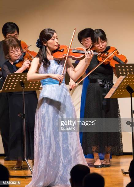 violin concert - classical musician stock pictures, royalty-free photos & images