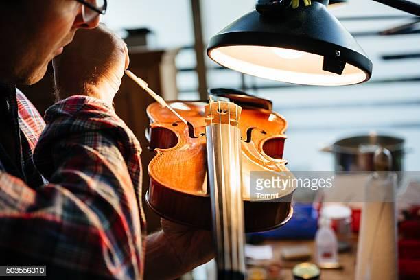 Violine auf Instrument Maker reparieren
