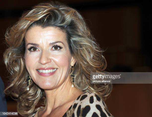 Violinist AnneSophie Mutter who received an Echo for best concert recording of the year smiles during the press conference for the Echo Klassik...