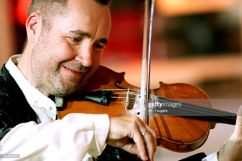 Violinist Nigel Kennedy on the set of