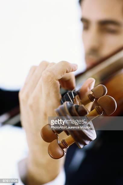 Violinist playing violin, close-up