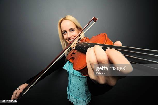 violist - pizzicare le corde di uno strumento foto e immagini stock