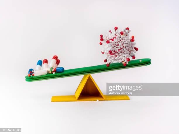 viral stoichiometry (covid-19) - 抗ウイルス薬 ストックフォトと画像