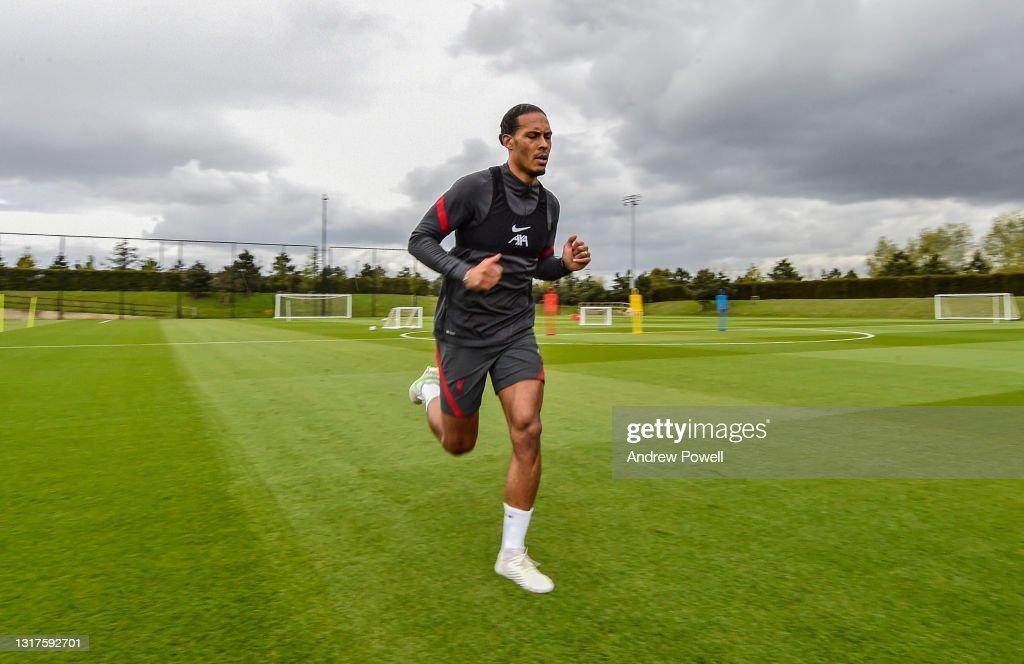 Virgil van Dijk Continues his Rehabilitation at Liverpool : News Photo