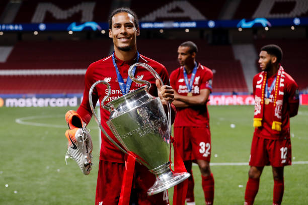 LIGUE DES CHAMPIONS UEFA 2018-2019//2020-2021 - Page 12 Virgil-van-dijk-of-liverpool-fc-with-the-trophy-during-the-uefa-picture-id1147419376?k=6&m=1147419376&s=612x612&w=0&h=zk_v8APCt_CDIVF1rfGPVc0MYZs3nRQQ_oASfFURx94=