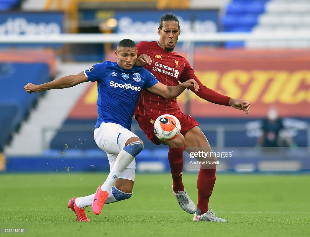 Everton FC v Liverpool FC - Premier League : News Photo