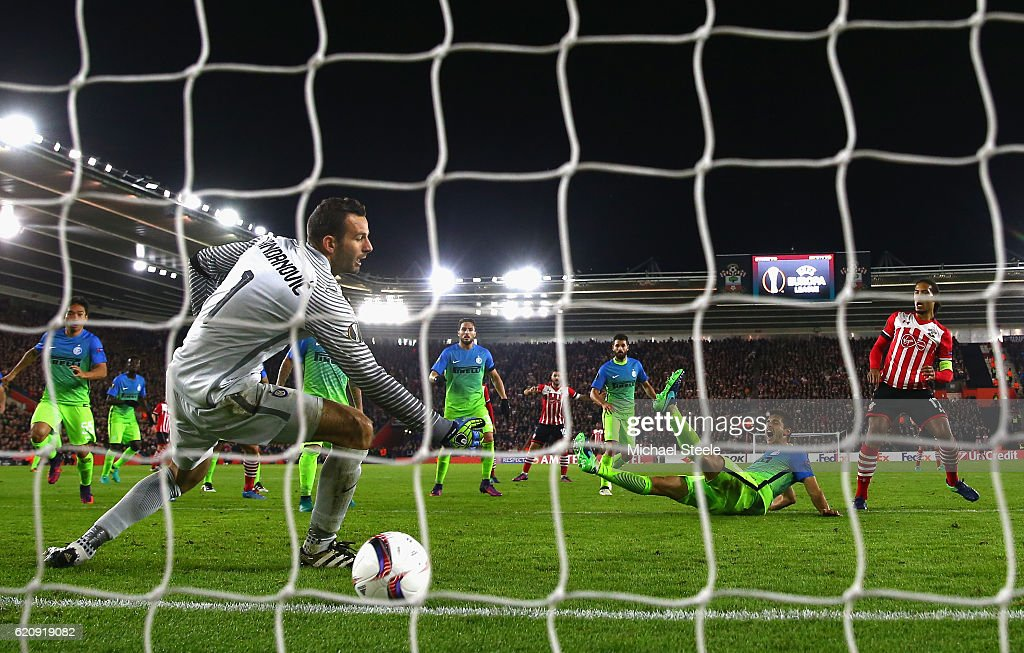 Virgil van Dijk of Southampton scores his sides first goal past Samir Handanovic of Internazionale during the UEFA Europa League Group K match between Southampton FC and FC Internazionale Milano at St Mary's Stadium on November 3, 2016 in Southampton, England.