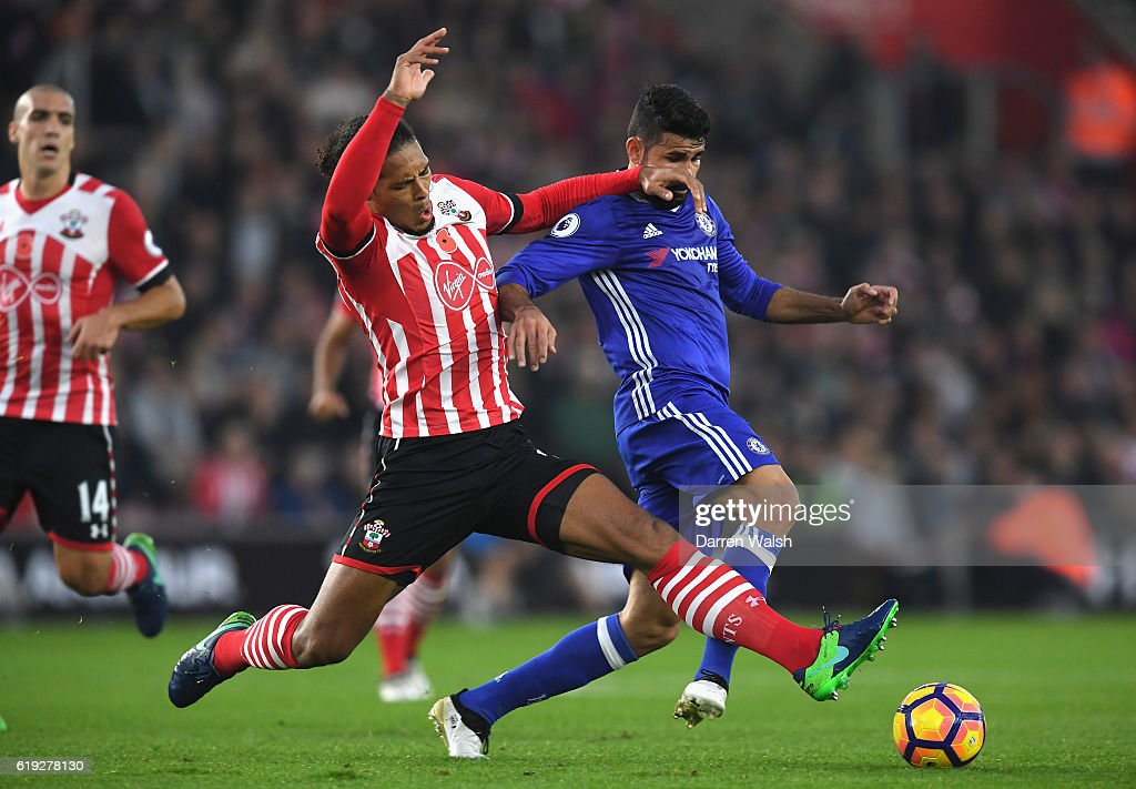 Virgil van Dijk of Southampton (L) tackles Diego Costa of Chelsea (R) during the Premier League match between Southampton and Chelsea at St Mary's Stadium on October 30, 2016 in Southampton, England.