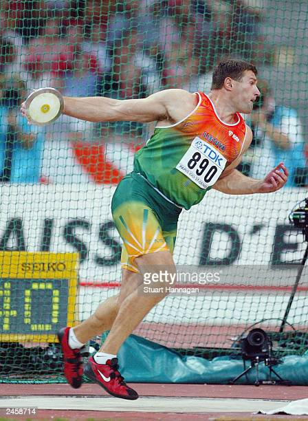 Virgilijus Alekna of Lithuania in action during the mens discus final at the 9th IAAF World Athletics Championship August 26 2003 in Paris