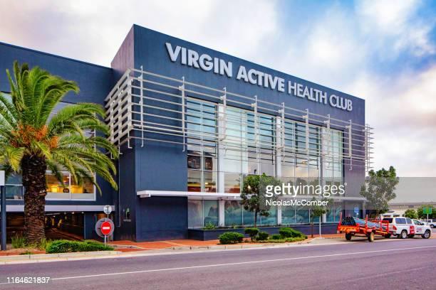 ダーバンビル南アフリカのヴァージンアクティブヘルスクラブジム - ヴァージングループ ストックフォトと画像