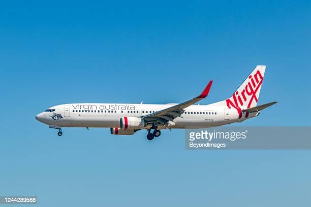 ヴァージンオーストラリアvh-yvc(ボーイング737-8fe)adl空港ypadへの最終アプローチ - ヴァージングループ ストックフォトと画像