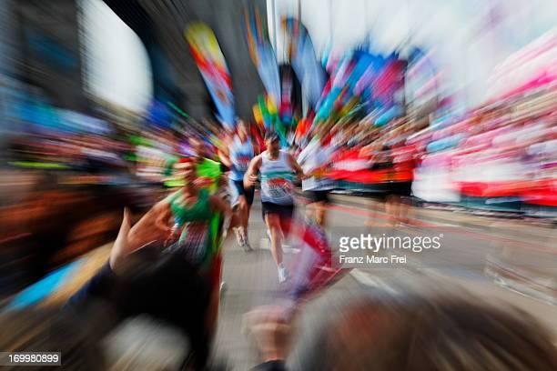 virgin london marathon on tower bridge - london marathon fotografías e imágenes de stock