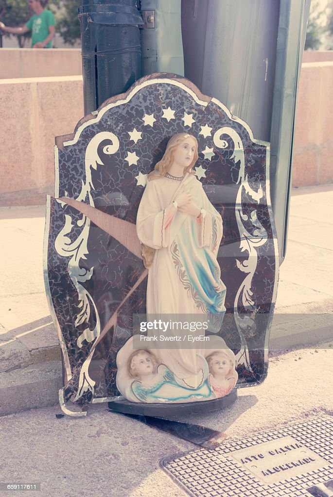 Virgin Mary Statue Against Pole : Stock-Foto