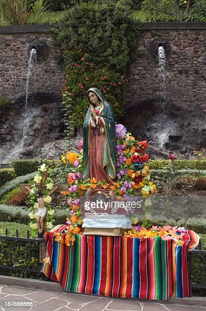 virgen maría estatua de méxico - festival de la virgen de guadalupe fotografías e imágenes de stock