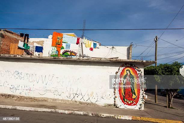 virgin of guadalupe mural mexico - festival de la virgen de guadalupe fotografías e imágenes de stock