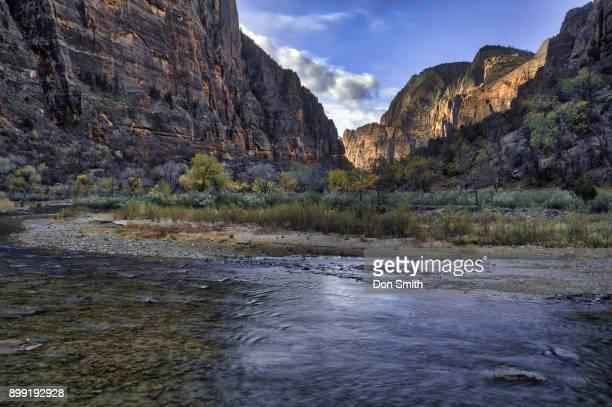 virgin river at base of white throne - don smith stock-fotos und bilder