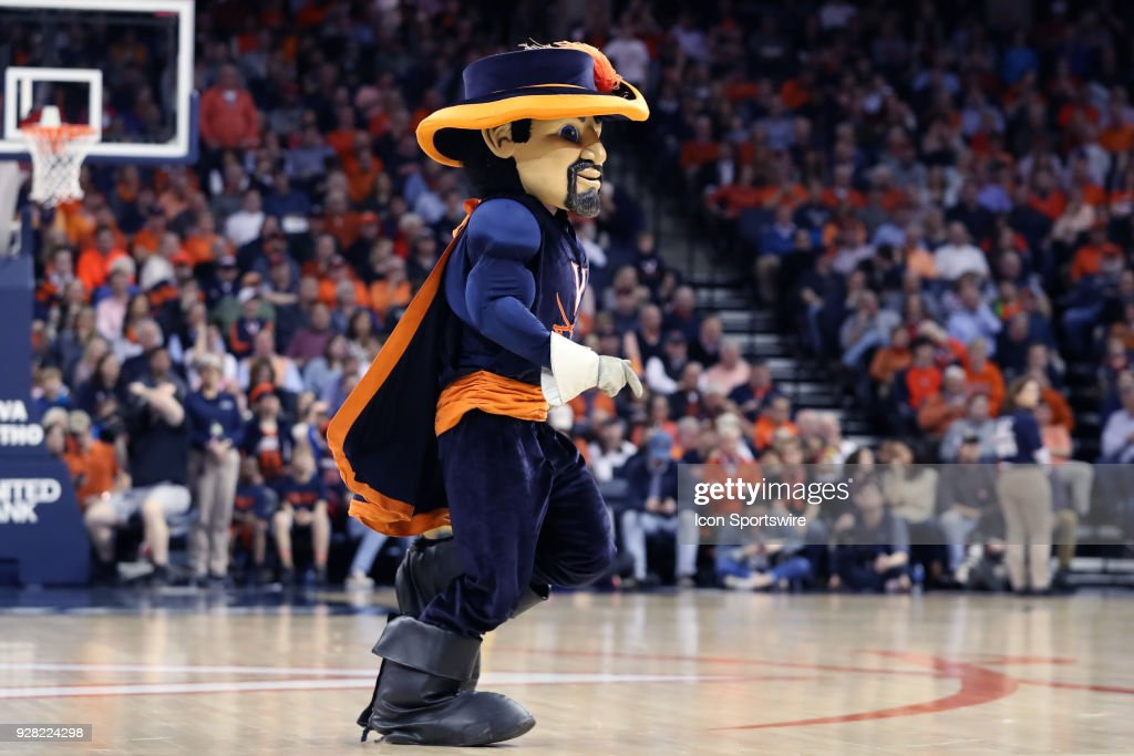 COLLEGE BASKETBALL: MAR 03 Notre Dame at Virginia : News Photo