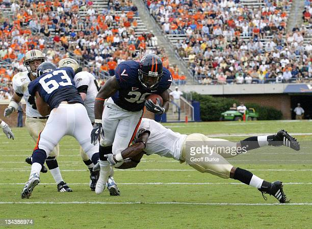 Virginia Cavaliers running back Jason Snelling breaks the tackle of Western Michigan Broncos defender Londen Fryar to score a touchdown at Scott...