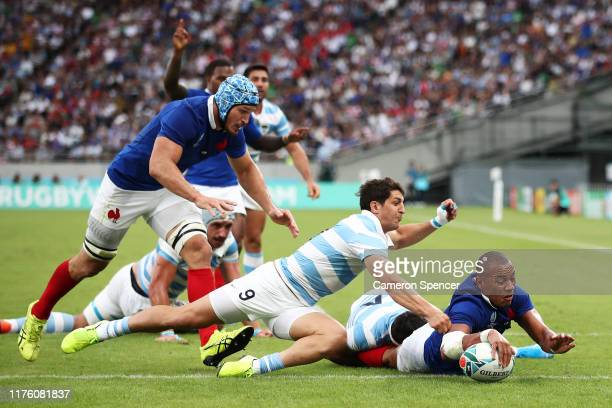 Virimi Vakatawa of France scores his side's first try during the Rugby World Cup 2019 Group C game between France and Argentina at Tokyo Stadium on...