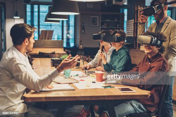 Virtual-Reality-Business-meeting