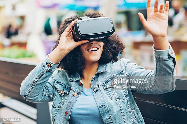 virtual reality headset - redoubtable film stock photos and pictures